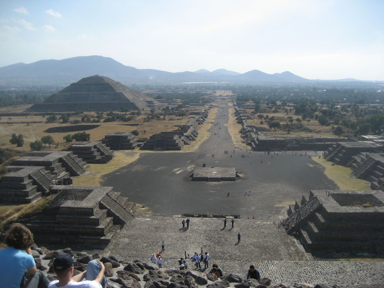 the wonders of tenochtitlan Especially important were his descriptions of the valley of mexico, particularly tenochtitlan, and his explanations for the actions he took excerpts from first letter.